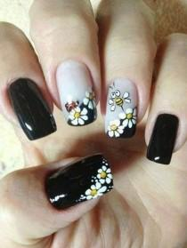 Ромашка на ногтях дизайн