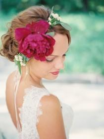 wedding photo - Bright wedding floral inspiration - Wedding Sparrow