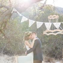 """wedding photo - Décoration de mariage en dentelle : une suspension à faire soi-même """" Mariage.com - Robes, Déco, Inspirations, Témoignages, Prestataires 100% Mariage"""