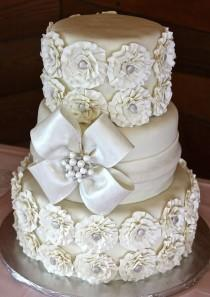 wedding photo - White & Gold Wedding Cakes