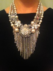 wedding photo - Vintage Rhinestone Brooch And Pearl Statement Necklace With A Bow