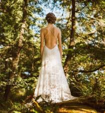 wedding photo - Stunning Backless Lace Wedding Dress