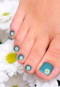 wedding photo - Cute And Easy Toenail Art Designs