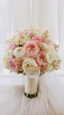 wedding photo - 12 Stunning Wedding Bouquets - 33rd Edition - Belle the Magazine . The Wedding Blog For The Sophisticated Bride