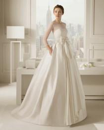 wedding photo - Las bodas de Raquel: 10 vestidos de novia de manga larga 2015