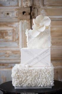 wedding photo - White Wedding Cake With Gorgeous Texture And Sparkly Design