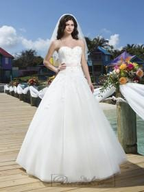 wedding photo - Tulle And Embroidered Lace Ball Gown With A Beaded Flower Satin Belt