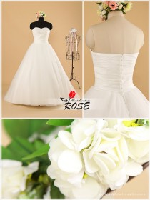 wedding photo - Strapless Sleeveless Tulle Ball Gown Wedding Dress Sweetheart Neckline with Crystal Beading Details