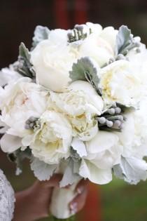 wedding photo - Glamorous Garden Wedding At The Fairmont Hotel MacDonald
