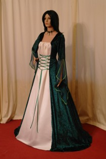 Plus size wedding dresses weddbook for Plus size celtic wedding dresses