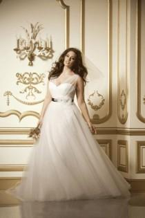 wedding photo - 15 Beautiful Plus-Size Wedding Dresses