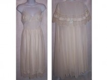 9fdec6d1665c Vintage 60's Lingerie - Wedding Peignoir Set by Eye Ful - Women's Size 32  Small Nightgown & Robe