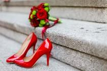 wedding photo -  matching red shoes to your red dress
