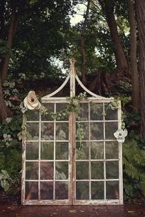 wedding photo - 6 DIY Screen Ideas Perfect For Your Wedding Ceremony