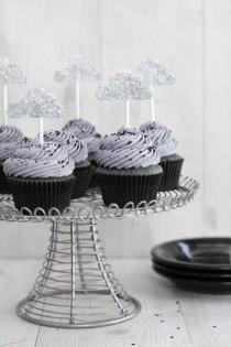 wedding photo - Sunshine Inside: Black Sesame Cupcakes With Lemon Curd