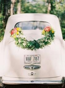 wedding photo - Flower Power: 21 Floral-Inspired Garlands