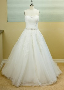 wedding photo - SAMPLE SALE - Ball Gown, A-line Wedding Dress , Ivory, Sweetheart Neckline, Tulle Wedding Dress, Fitted Bodice, strapless