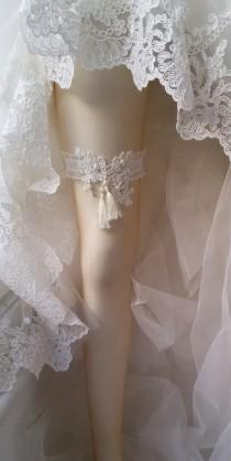 wedding photo - Wedding leg garter, Wedding Leg Belt, Rustic Wedding Garter, Bridal Garter , Of white Lace, Lace Garters, ,Wedding Accessory,