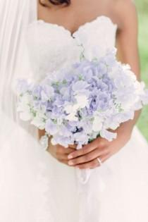 wedding photo - 20 Single Bloom Bouquets We Love