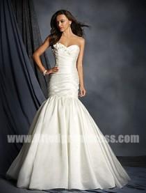 wedding photo - Alfred Angelo 2521 Sweetheart Neckline Wedding Gowns