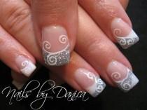 wedding photo - Cute Swirl French Nail
