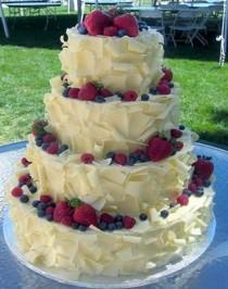 wedding photo - Yummy Straberry Cheese Wedding Cake