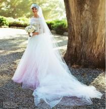 wedding photo - Finally, A Non-Grainy Photo Of Anne Hathaway's Valentino Wedding Dress!