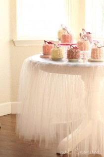 wedding photo - Tutu Tablecloth - Tutorial