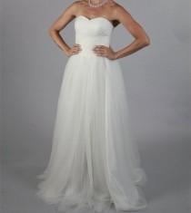 wedding photo -  Simple Plain Sweetheart Wedding Dress Outdoor Bridal Gown
