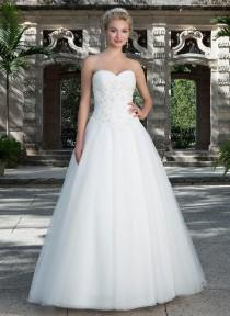 wedding photo -  Tulle Sweetheart Neckline Court Train Wedding Dresses with Beaded Lace Bodice Zipper Back with Covered Buttons Bridal Gown Online with $157.07/Piece on Gama's Store
