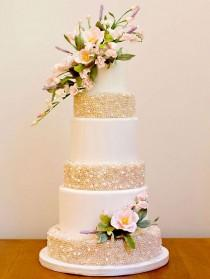 wedding photo -  Canada's Prettiest Wedding Cakes For 2015