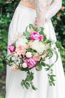 wedding photo - Wedding Wednesday : Beautiful Wedding Inspiration Shoot With British Blooms