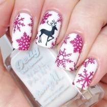 wedding photo - Christmas Nail Art: 28 Festive Designs With Tutorials!