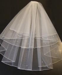 "wedding photo - 2 Tier Shoulder Length Veil- 15"" 20"". PENCIL EDGE Bridal Veil,weddingVeilHen night veil, Holy communion Veil with detachable comb"
