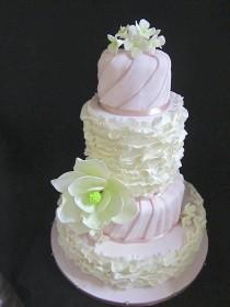 wedding photo - Elegant And Sweet Wedding Cake