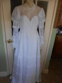 """wedding photo - 056-Vintage 1970's """"Alfred Angelo"""" Wedding gown/Dress in Lace, ribbon and satin- Size 6- Stunning Gown and in Excellent Condition !"""