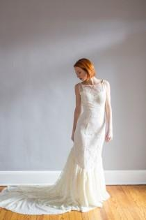 wedding photo - Vintage Lace Hourglass Wedding Gown / Mermaid / Low back XS/S