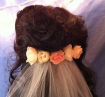 wedding photo - Single Tier Plain Edge Veil With Rosebud Hair Comb Bride Bridal Flower Girl Communion White Ivory Champagne Coral Pink Red Blue V-Lori