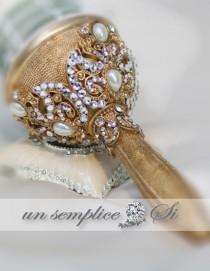 wedding photo - Gold Brooch Bouquet Holder