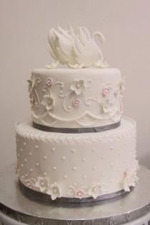 wedding photo - Swan Wedding Cake — Round Wedding Cakes