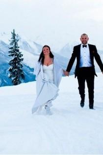wedding photo - These Couples Had Amazing Winter Weddings - The SnapKnot Blog
