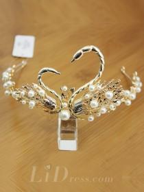 wedding photo - Elegant Swan Bridal Pieces - lidress.com