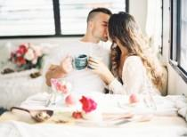wedding photo - Romantic Low-Key Camping Honeymoon Inspiration - Weddingomania
