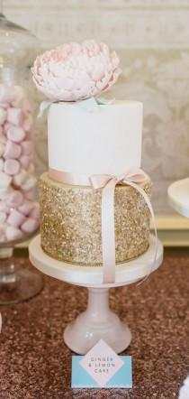 wedding photo - Sparkle On With Edible Glitter For Your Wedding Reception