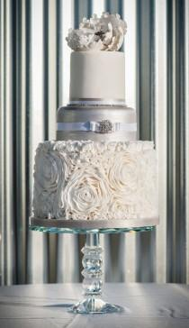 wedding photo - 45 Stunning Floral Wedding Cakes
