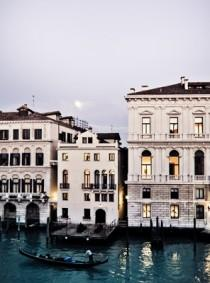 wedding photo - Palazzina Grassi, Venice (BridesMagazine.co.uk)