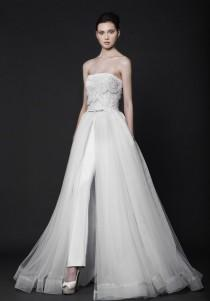 wedding photo - 25 Sleek Wedding Dresses That Make A Modern Statement And Oozes Runway Chic