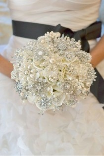 wedding photo - DIY Brooch Bouquets