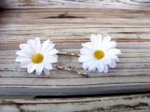 wedding photo - White daisy bobby pins, small daisy hair clips, white hair flowers, daisy wedding, flower girl, rustic country wedding, barn wedding