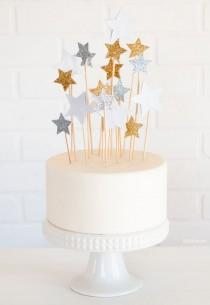 wedding photo - Cake with Star Toppers